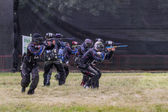 Paintball. Lancinating sportsmen. — Stock Photo