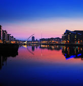 North bank of the river Liffey at Dublin City Center at night — Stock Photo