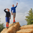 Two kids against blue sky — Stock Photo