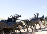Svart brons mule train staty 1 — Stockfoto