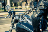 Motorcyclist in the city — Stock Photo