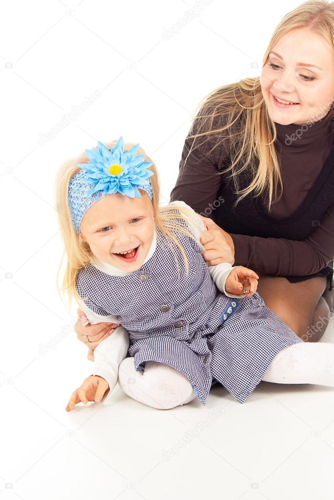 Happy mother and daughter playing indulge — Stockfoto #16066093