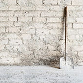 Grunge wall background at the mill, shovel near the wall — Stock Photo