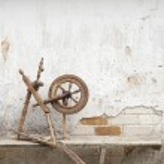 Old spinning wheel — Stock Photo #30398989