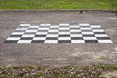 Tablero de ajedrez pintado en el suelo — Foto de Stock