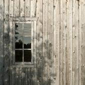 老木墙的窗口 — 图库照片