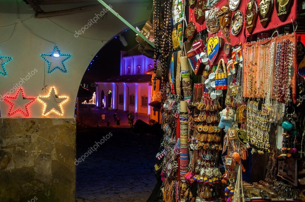 http://st.depositphotos.com/1473952/1391/i/950/depositphotos_13917013-Colorful-Souvenirs.jpg