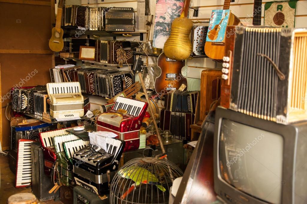 Resultado de imagen de tienda antigua de música