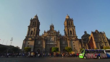 Activity around Mexico City's Cathedral — Stockvideo