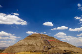 Pyramid of the Sun and Blue Sky — Stock Photo
