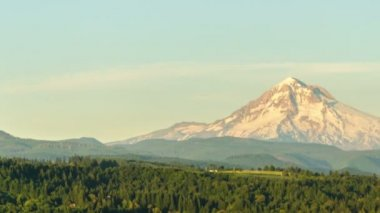 Late afternoon time lapse of Mount Hood — Stock Video