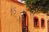 Orange Colonial Wall — Stockfoto
