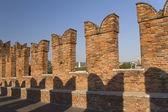 Vista detallada del viejo puente de ladrillo en verona — Foto de Stock