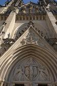 Portal de entrada a la iglesia de san wenceslao — Foto de Stock