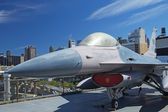 F-16 Fighting Falcon at Interpid Museum — Stock Photo