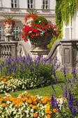 The floral decoration in the garden — Stock Photo