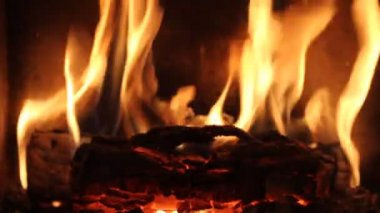 暖炉を火します。 — ストックビデオ