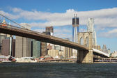 View of Brooklyn Bridge and Freedom Tower at Manhattan — Stock fotografie