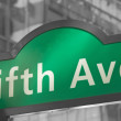 Street signs for Fifth Avenue in NYC — Stock Photo