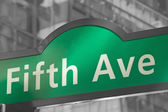 Carteles de la calle de la quinta avenida en nueva york — Foto de Stock