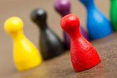 šest barevných pěšáci, samostatný — Stock fotografie