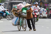 HUE, VIETNAM - JULY 25. Vietnamese woman packed her possesions o — Stock Photo