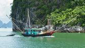 Fishing boat in the Ha Long Bay — Stock Photo