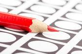 Röd penna används för att rösta — Stockfoto
