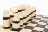 分離されたユニークな手作りチェス セット (陶器) — ストック写真