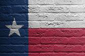 Bir bayrak, bir resim ile tuğla duvar teksas — Stok fotoğraf