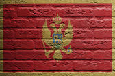Brick wall with a painting of a flag, Montenegro — Stockfoto