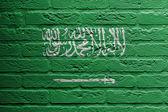 Pared de ladrillo con una pintura de una bandera, arabia saudita — Foto de Stock