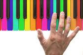 Tęcza klawiatury fortepianu z ręki — Zdjęcie stockowe