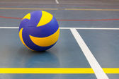 Blue and yellow ball on blue court at break time — Stock Photo