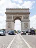 PARIS - JULY 28: Arc de triomphe on July 28, 2013 in Place du Ca — Stock Photo
