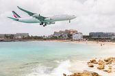ST MARTIN, ANTILLES - July 19: the tourist office and Air France — Stock Photo