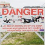 PRINCESS JULIANA AIRPORT, ST MARTIN - JULY 19, 2013: Warning sig — Stock Photo #29838241