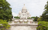 PARIS, FRANCE - JULY 28: Sacre Coeur Basilica in summer day. Lar — Stock Photo