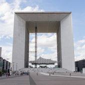 PARIS - JULY 28: The Grand Arch (La Grande Arche de la Defense) — Stock Photo