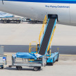 AMSTERDAM - SEPTEMBER 6: KLM plane is being loaded at Schiphol A — Stock Photo
