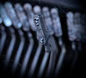 紙で、古いレトロなタイプライターのクローズ アップ — ストック写真