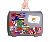 используется пластиковый чемодан с наклейками — Стоковое фото