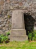 Very old gravestone on a cemetery — 图库照片