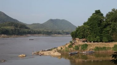 Mekong river going through Laos — Stock Video