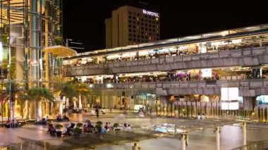 Zooming Timelapse - Siam Paragon and Siam BTS station, Bangkok — Stock Video