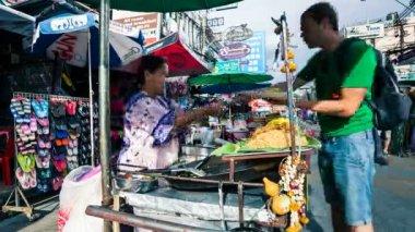 Timelapse - Street vendor in Kaoh San road, Bangkok — Stock Video #12610105