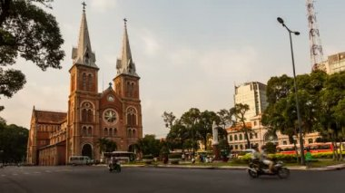 Timelapse of Saigon Notre-Dame Basilica - Cathedral — Vídeo de stock