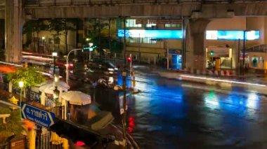 TRAFFIC AT NIGHT — Stock Video