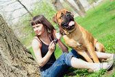女人和狗獒 — 图库照片