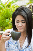 Beautiful Asian woman enjoy coffee. — Zdjęcie stockowe